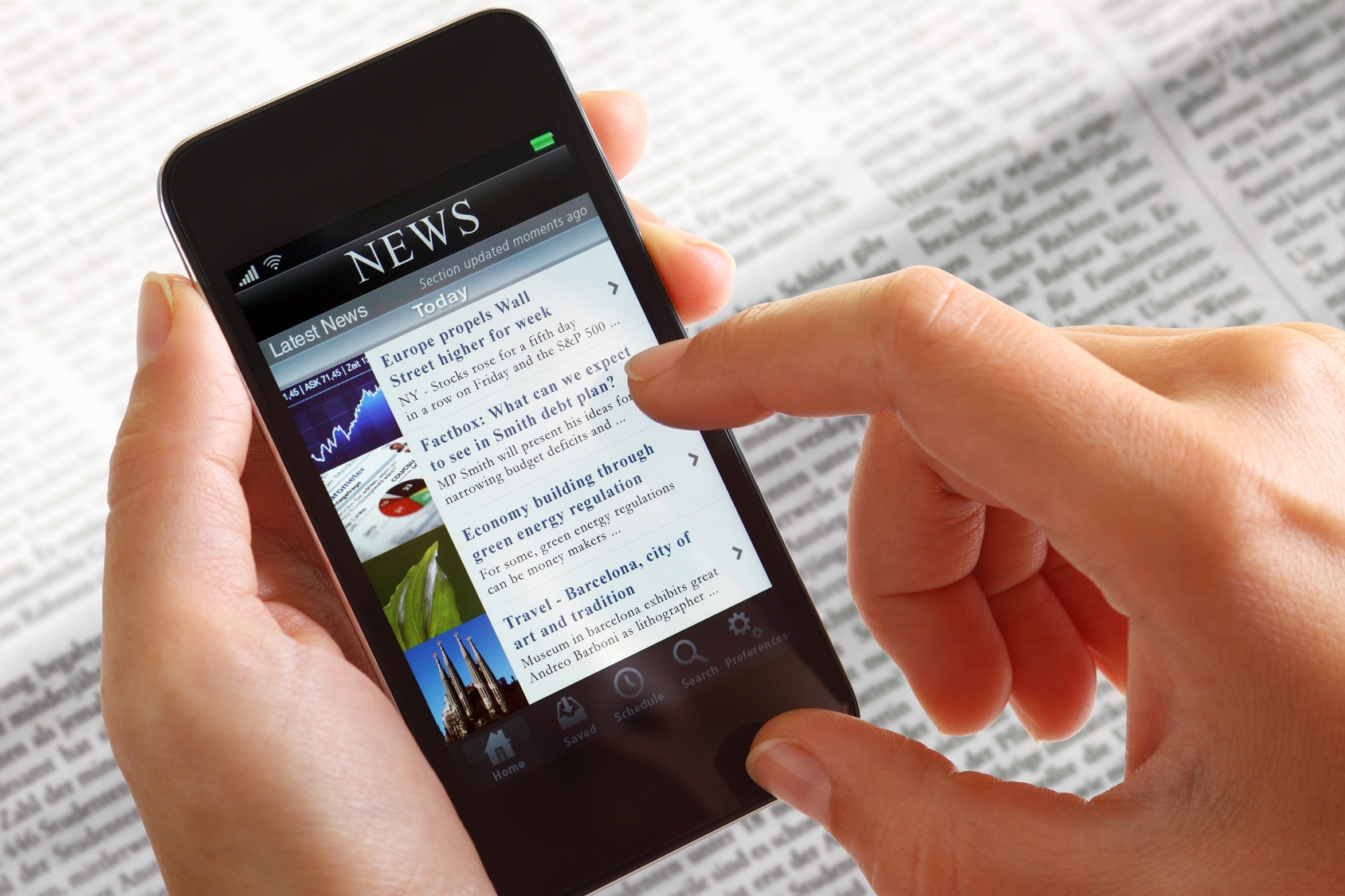 looking-at-news-on-mobile